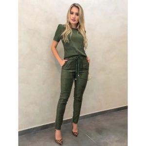 Outfit De Blusa Y Pantalon En Verde Militar Como Organizar La Casa