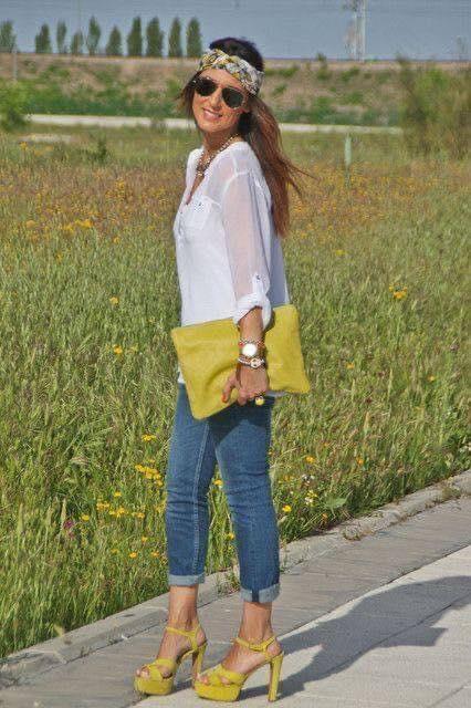Outfit sencillo con accesorios en color mostaza