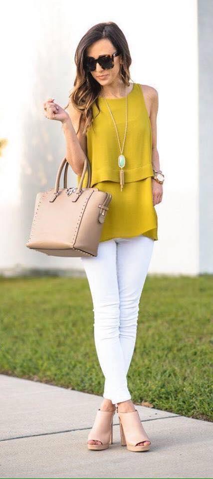 Outfits de blusa larga en color mostaza para lucir esta temporada
