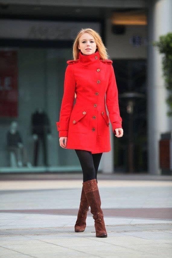 Abrigo en color rojo para outfit de invierno