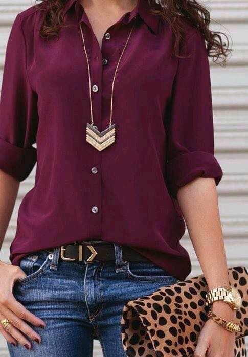 Accesorios para outfit color vino en mujeres maduras