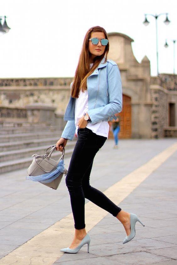Blazer azul cielo de cuero para mujeres maduras