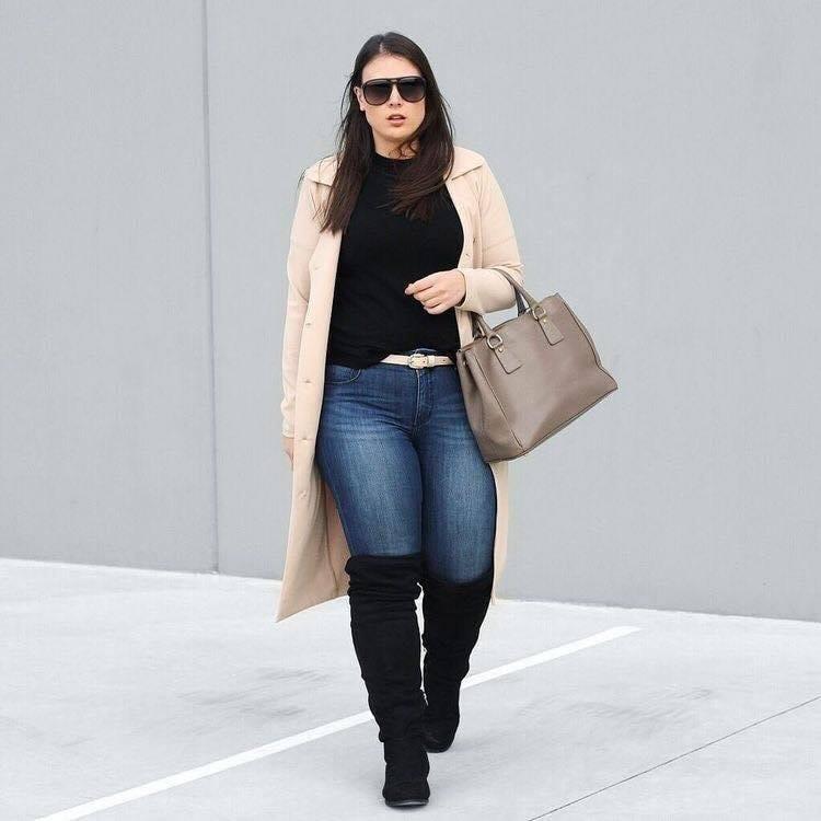 Cómo lucir unas botas altas y suéter largo si eres una chica con curvas