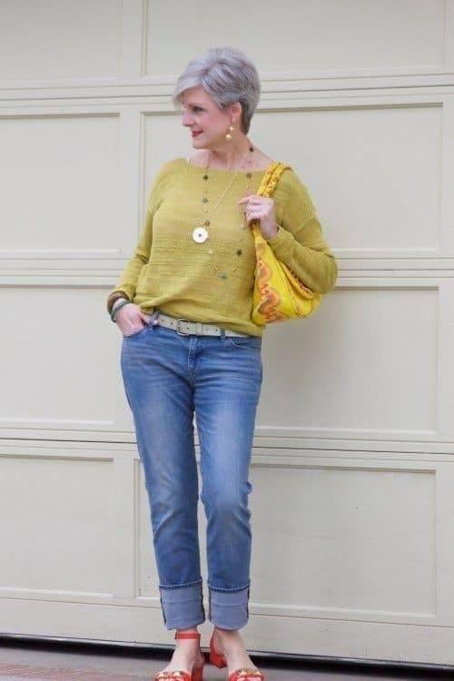 Look casual con suéter y jeans de mezclilla