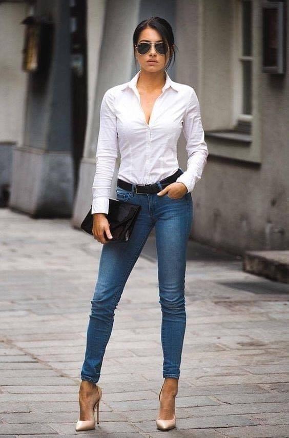 Look sencillo de mujeres modernas y maduras