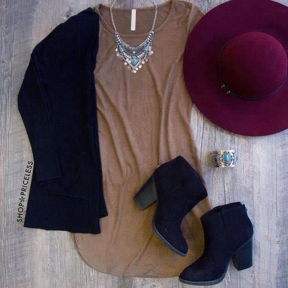 Outfit con detalle en color vino
