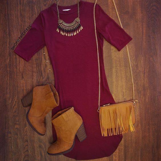 Outfit en color vino y camel para mujeres maduras