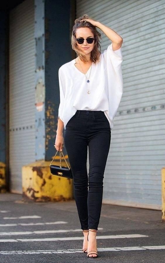 Pantalones tubo en outfit casual de mujeres modernas y maduras