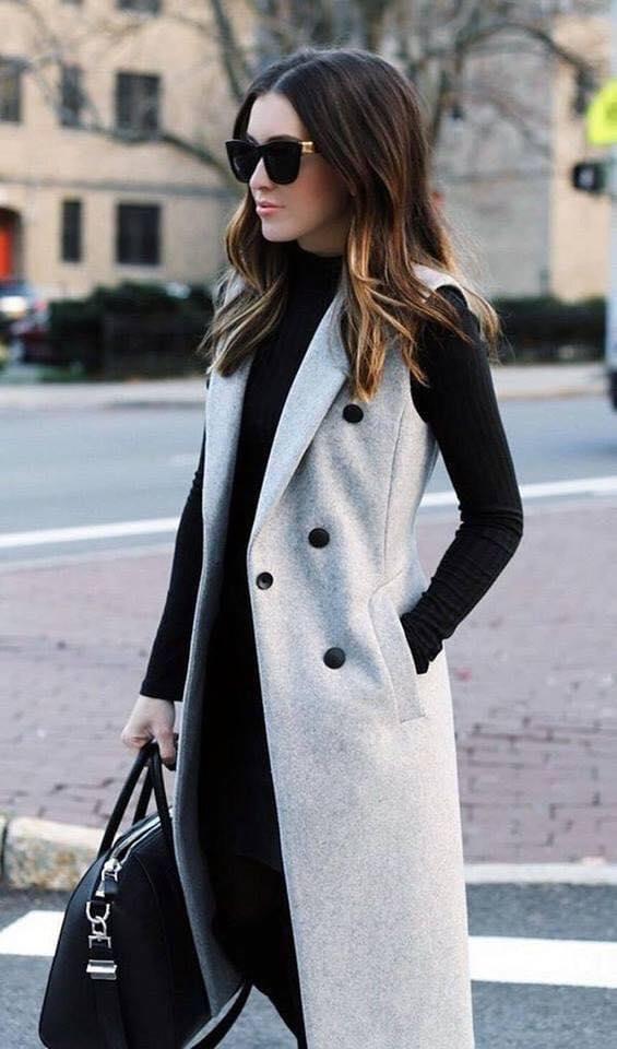 Saco sin mangas para look elegante en mujeres mayores de 40 años