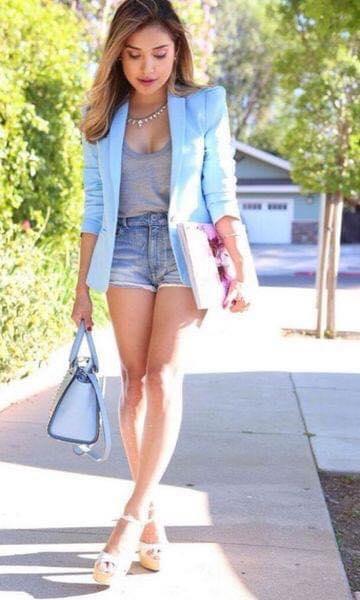Shorts con blazer en color azul cielo para mujeres maduras