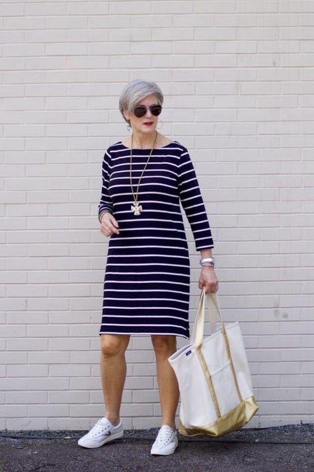 Vestido de rayas con manga larga para mujeres maduras con estilo