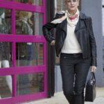 Ideas de outfits con chamarra de cuero para mujeres de 40 años