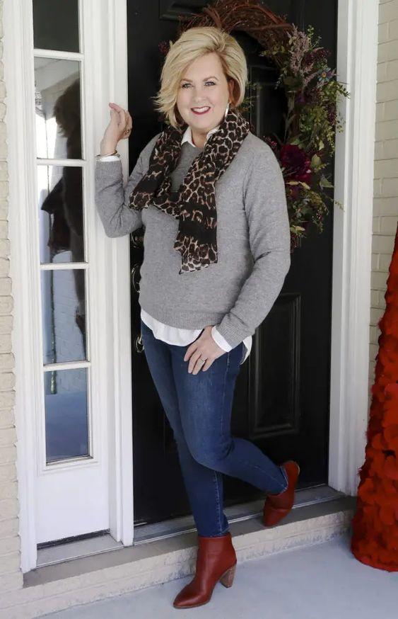 Ideas de outfits con suéter para mujeres maduras