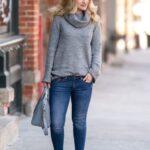 Ideas de outfits con suéter y botines