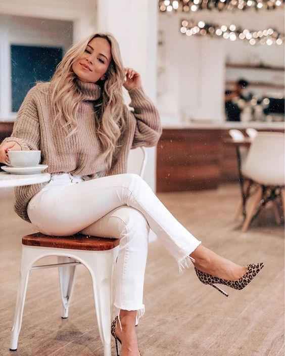 Ideas de outfits con suéter y tacones