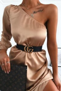 Ideas de outfits con vestidos satinados