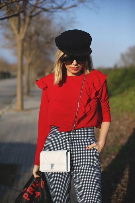 Ideas para usar pantalón de cuadros si eres una mujer madura