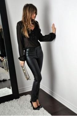 Looks elegantes con pantalón de vinipiel