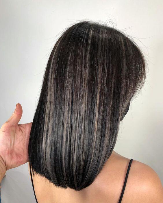 Luces en cabello negro corto