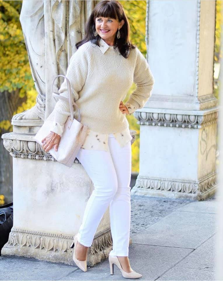 Outfits casuales con jeans para mujeres maduras