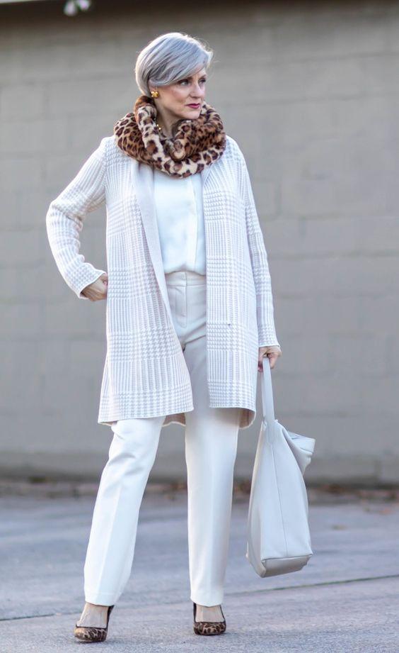 Outfits con cardigan para mujeres maduras