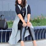 Outfits con leggins de cuero para mujeres maduras