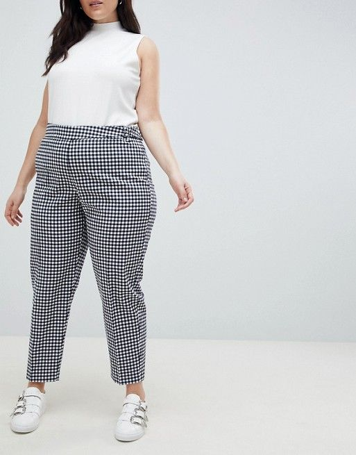 Outfits con pantalón de cuadros plus size