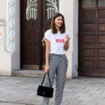Outfits con pantalón de cuadros y tenis