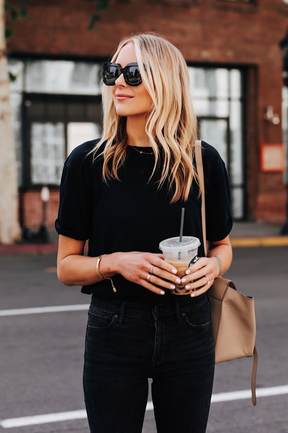 Outfits con t-shirt negra