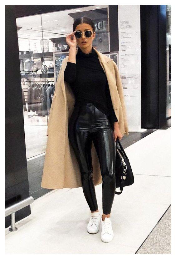 Pantalones de vinipiel con abrigos para mujeres maduras