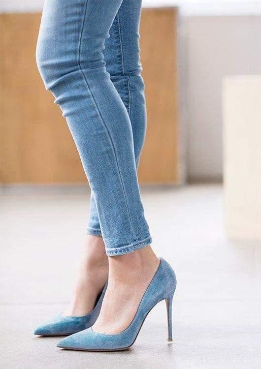 Zapatos de mezclilla ideales para mujeres maduras