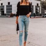 Blusas negras con mangas anchas y jeans