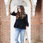 Blusas negras de encaje con jeans de mezclilla
