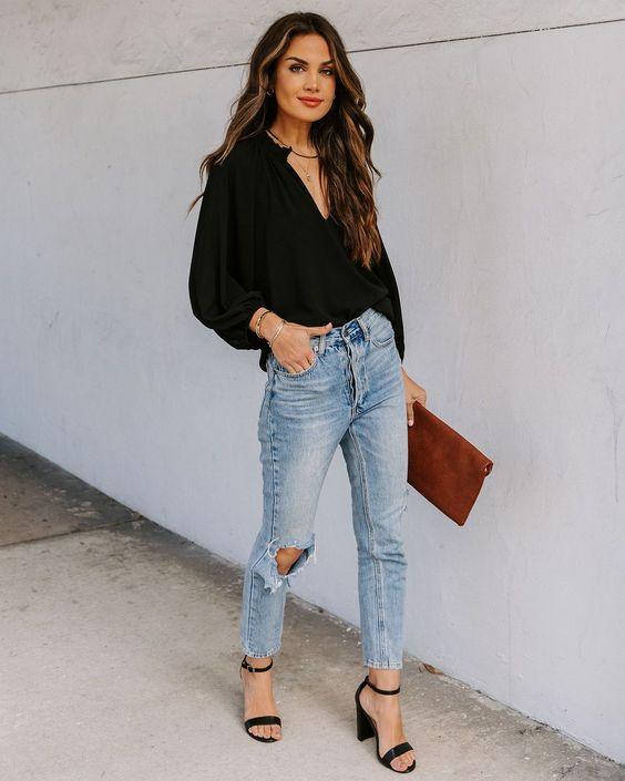 Blusas negras manga larga con jeans