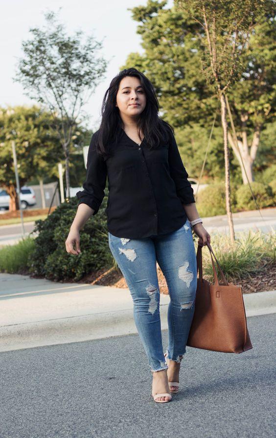 Camisas negras con jeans