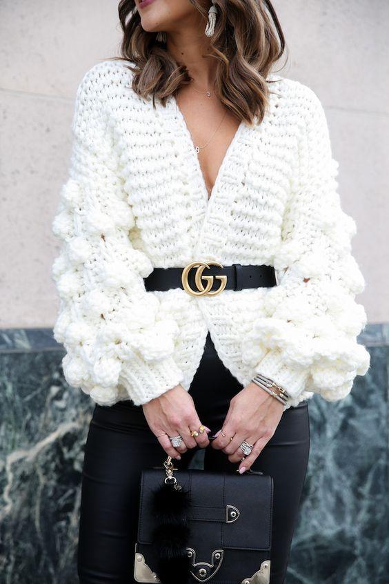 Ideas de look con blazer y cinturón para mujeres maduras