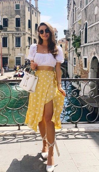 Ideas de outfits con falda abierta de la pierna y crop tops