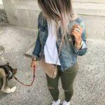 Ideas de outfits con tenis para mujeres maduras