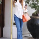 Jeans rectos de moda para mujeres de 40