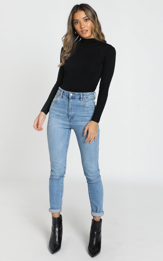 Looks con jeans de mezclilla y camiseta negra