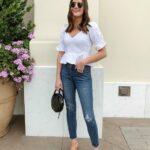 Looks con jeans y blusas blancas de moda 2021