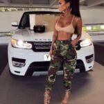Looks con pantalones estilo militar para mujer madura