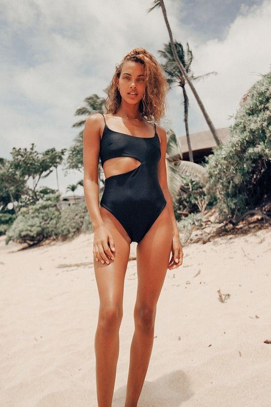 Opta por bikinis de colores oscuros