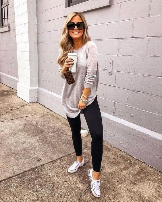 Outfits casuales con jeans para mujeres de 40