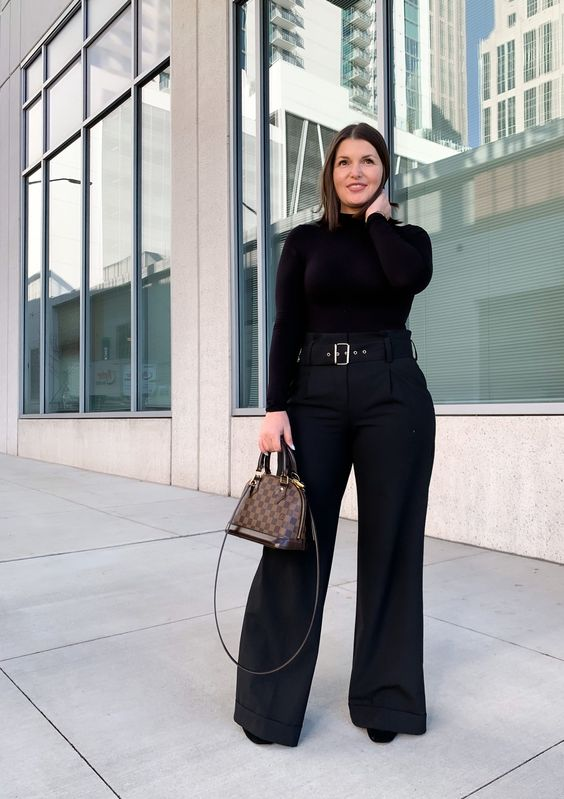 Outfits con palazzo negro para chicas curvy