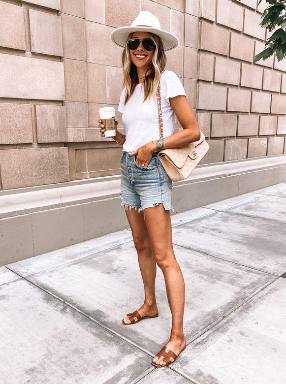 Outfits con short para mujeres maduras