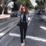 Outfits para mujeres maduras con jeans negros y chaquetas