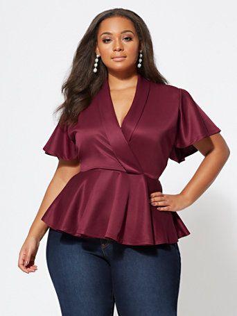 Usa blusas estilo peplum para disimular la espalda ancha