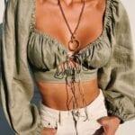 Blusas con escote profundo para mujeres maduras