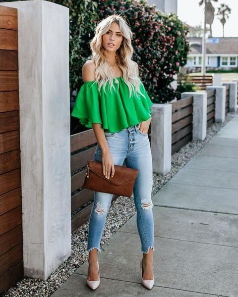 Blusas sin hombros con jeans de mezclilla